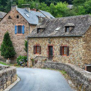 Visiter le plus beau village de France: Que faire en premier lieu?