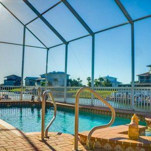 Camping avec piscine couverte : quels avantages ?